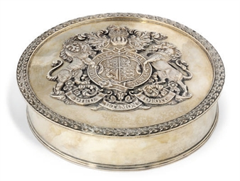 AN EDWARDIAN SILVER SEAL BOX