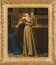Femme lisant dans une galerie de tableaux