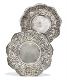 A PAIR OF SILVER DISHES OF PET
