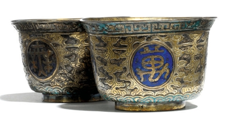 A PAIR OF CHINESE SILVER GILT