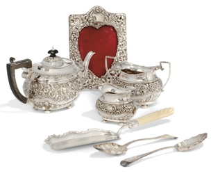 AN EDWARDIAN SILVER THREE-PIEC