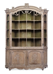 A DUTCH LIMED OAK DISPLAY CABI
