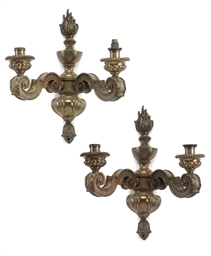 A SET OF FIVE GILT-BRONZE TWIN