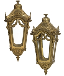A LARGE PAIR OF GILTWOOD SQUAR