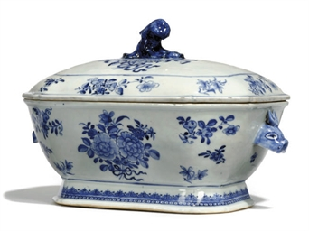 A CHINESE BLUE AND WHITE TUREE