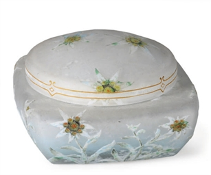A FRENCH GLASS CAMEO GLASS BOX