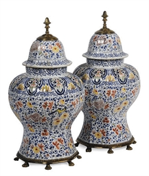 A PAIR OF DUTCH DELFT-STYLE GI