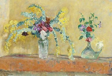 Deux vases de fleurs