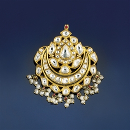 An Indian diamond and enamel p