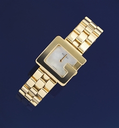 A lady's 18ct. gold quartz wri