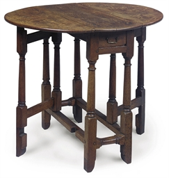 AN ENGLISH OAK GATE-LEG TABLE