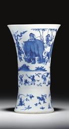 A BLUE AND WHITE BEAKER VASE