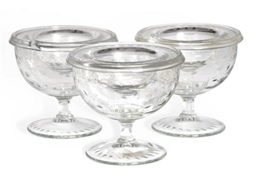 A SET OF TWELVE AMERICAN GLASS