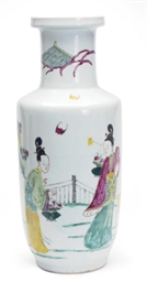 A CHINESE PORCELAIN LARGE FAMI