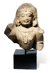 AN INDIAN SANDSTONE FRAGMENT O