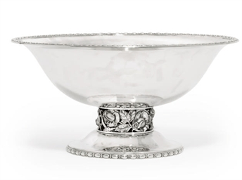 A MODERN SILVER FRUIT BOWL