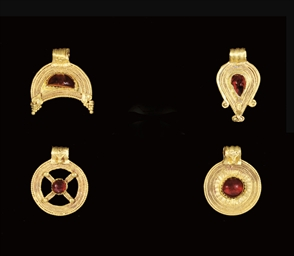 FOUR ROMAN GOLD AND GARNET PEN