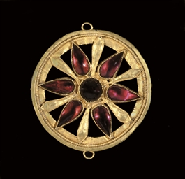 A ROMAN GOLD AND GARNET PENDAN