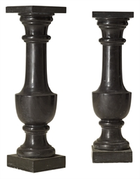 A PAIR OF BLACK MARBLE PEDESTA