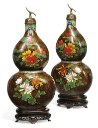 A PAIR OF CHINESE CLOISONNE EN