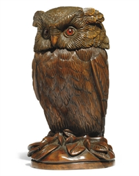 A CARVED WOOD NOVELTY OWL TOBA