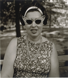 Costume Lady in sunglasses, Ce