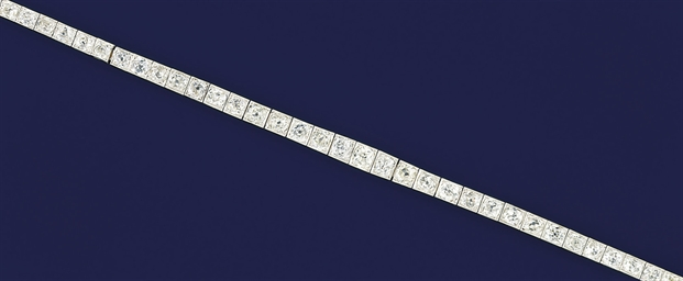 A platinum and diamond bracele