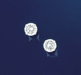 A pair of single stone diamond
