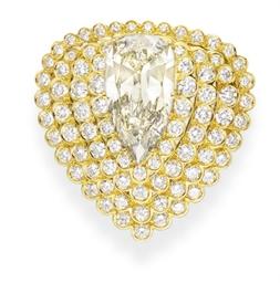 A COLORED DIAMOND BROOCH