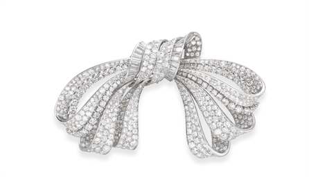 AN ELEGANT RETRO DIAMOND BOW B