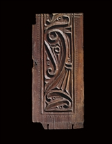 AN IKSHIDID OR EARLY FATIMID CARVED WOODEN PANEL
