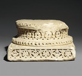 AN UMAYYAD ANDALUCIAN CARVED M