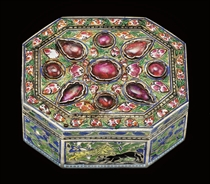 A MUGHAL RUBY-SET ENAMELLED GOLD PAN-BOX, PROBABLY LUCKNOW,