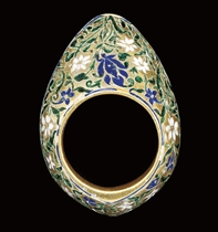 A GREEN AND BLUE ENAMELLED SILVER GILT ARCHERS RING, LUCKNOW