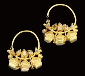 A PAIR OF SELJUK GOLD GEM-SET