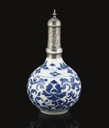 A KANGXI (1662-1722) BLUE AND
