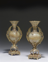 A PAIR OF FRENCH ORMOLU, ONYX