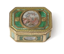 A FRENCH VARI-COLOR GOLD AND MALACHITE BOITE-A-MINIATURES