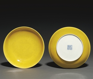 A PAIR OF YELLOW-GLAZED DISHES