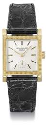 Patek Philippe. An 18K gold sq