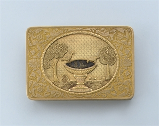 AN ANTIQUE GOLD SNUFF BOX