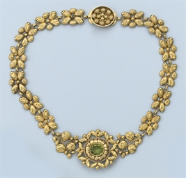 AN ANTIQUE PERIDOT NECKLACE