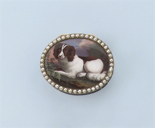 AN ANTIQUE MINIATURE SNUFF BOX