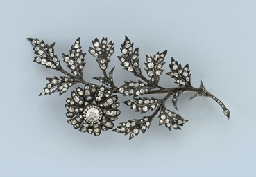 AN ANTIQUE DIAMOND FLOWER BROO