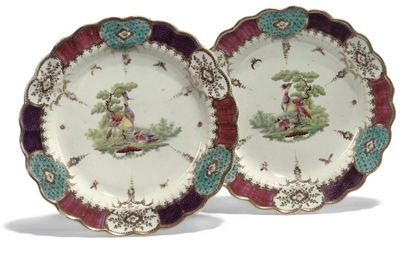 A PAIR OF WORCESTER LOBED PLAT
