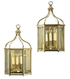 A SET OF EIGHT BRASS WALL LANT