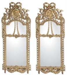 A PAIR OF ITALIAN GILTWOOD PIE
