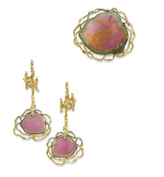 A SET OF TOURMALINE AND GOLD J