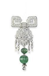 AN EXQUISITE ART DECO EMERALD
