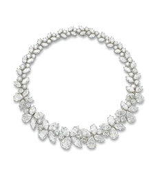 A MAGNIFICENT DIAMOND NECKLACE